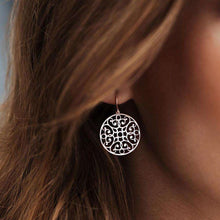 Load image into Gallery viewer, Lace Circle Earrings - EARRINGS - [variant.title]- Borboleta