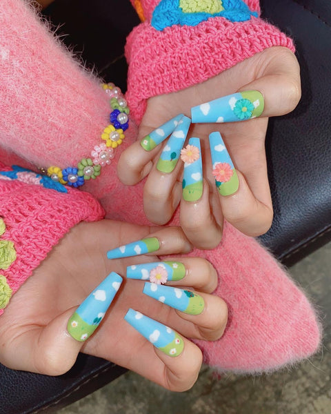 BLACKPINK Jennie Cloud Sky Nails Ice Cream