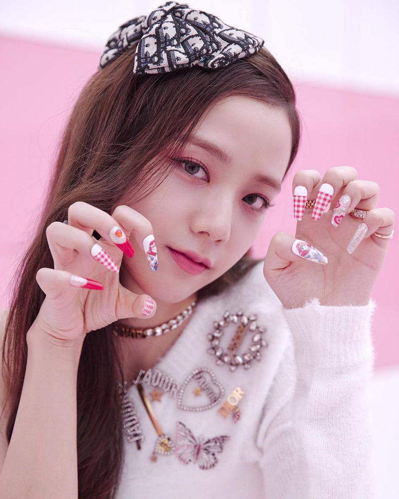 BLACKPINK Jisoo Shows Off Ice Cream Nails