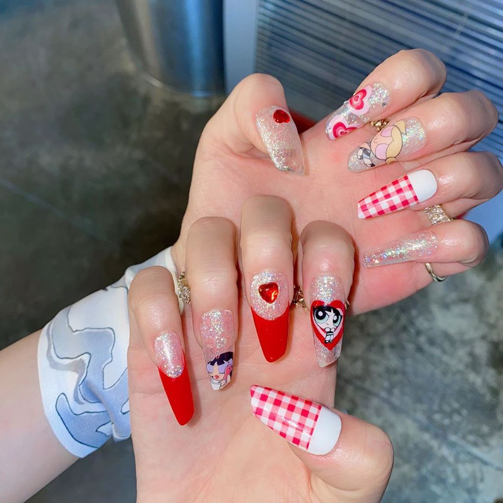 BLACKPINK Jisoo Power Puff Girls Plaid Red Ice Cream Nails