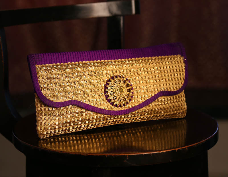 Buy Women's Clutches and designer clutches for women at best prices on Variation. Huge collection of ladies clutches, girls clutches and Indian clutch bags at low prices. Choose from wide range of evening bags, clutch bag, clutch wallets and clutches.