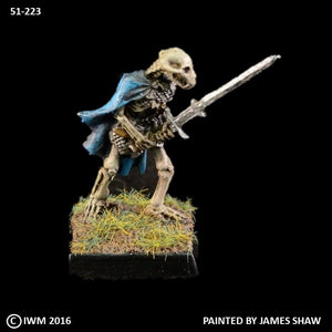 51-0223:  Armored Skeletal Beastman with Greatsword Forward