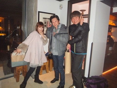 Hirohiko Araki pose with friends