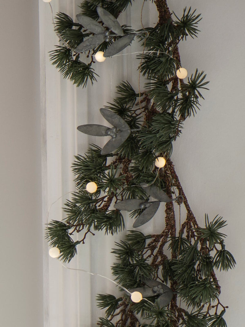 NEW: Mistletoe Wire Garland