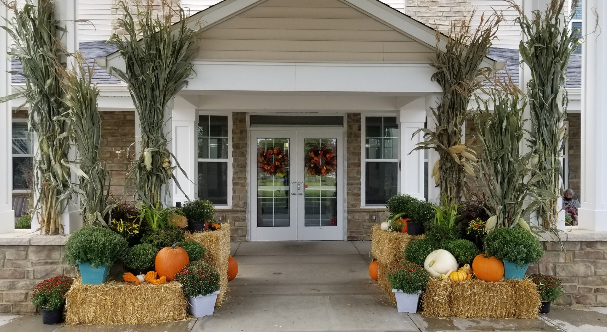 Fall and plant arrangement by Oakland Green Interiors in Columbus, Ohio.