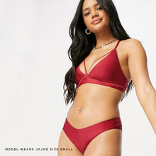Carica l'immagine nel visualizzatore di Gallery, Slinky plunge wine red bralette made from recycled fabrics and bonded sams for maximum comfort and a super soft seamless fit.