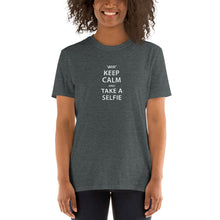 Afbeelding in Gallery-weergave laden, Keep Calm and take a Selfie - T-shirt met korte mouwen, dames