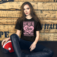 Afbeelding in Gallery-weergave laden, Shoot what you Love - T-shirt met korte mouwen, dames