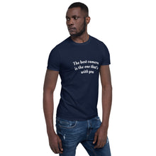 Afbeelding in Gallery-weergave laden, The best camera is the one that's with you - T-shirt met korte mouwen, unisex