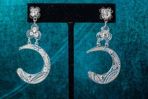 Flor de Luna Dangle Earring