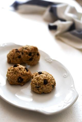 Healthy One-Bowl Oatmeal and Raisin Cookies - Flour, Butter, Egg and Refined Sugar Free! | The Sustainable Life