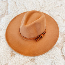 Load image into Gallery viewer, Belted Felt Hat