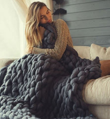 SUPER COMFY CHUNKY KNIT BLANKET. Handmade - Club Topnotch