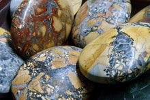 Load image into Gallery viewer, Maligano (Indonesian) Jasper Palm Stone