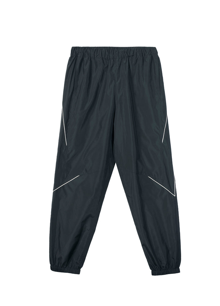 Sporty pants with different color patterns
