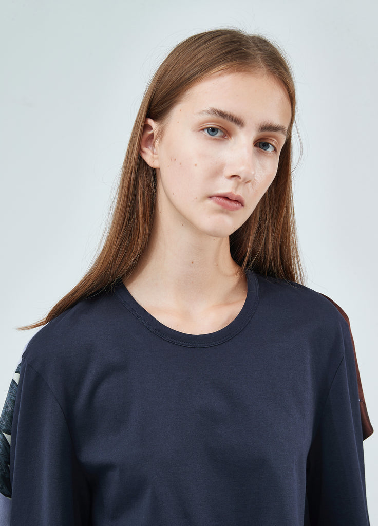 Semi-causal fabric stitching T-shirt