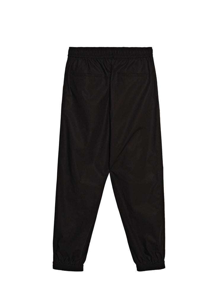 Solid color sweatpants with a loose fit