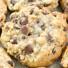 Load image into Gallery viewer, Oats Chocolate Chip Cookies - Box of 6 - mabrook.me