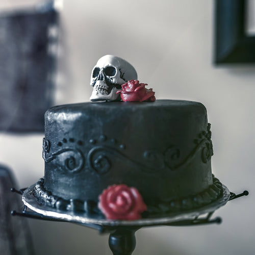 Skulls and Roses - Halloween Themed Cake - mabrook.me
