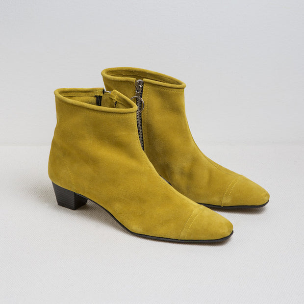 Blankens boot The La Brea Chartreuse. A shoe handmade in Portugal. Affordable luxury. Blankens The La Brea boot. Made in Portugal from European leather. Affordable luxury - sustainable style!
