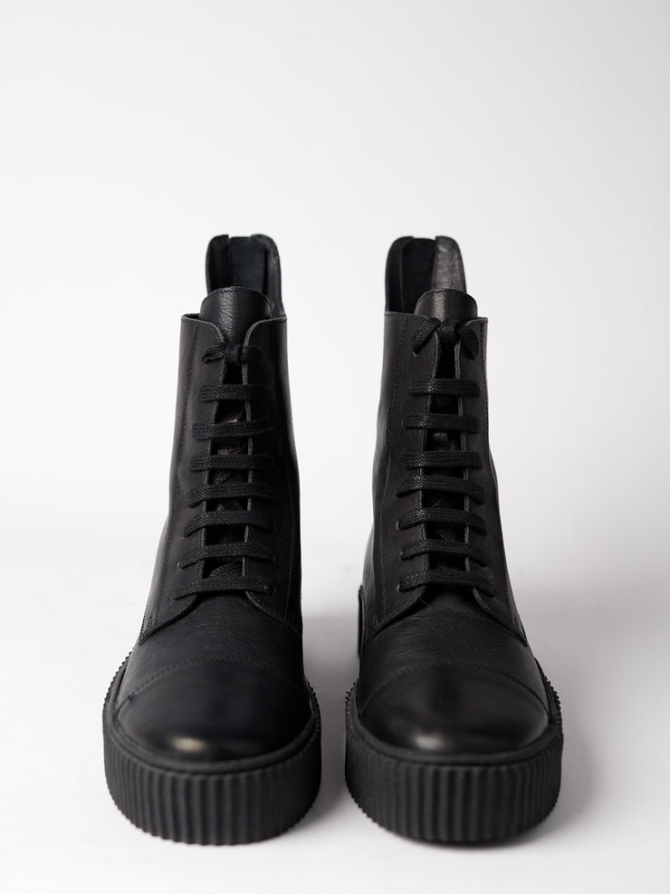 Blankes black boot The Camden zipper in chrome-free vegetable tanned leather. Made in Portugal. Yourblankens.
