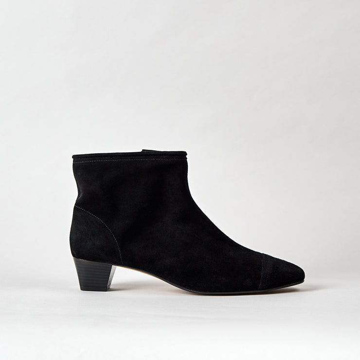 Blankens The La Brea black boot. Made in Portugal from European leather. Affordable luxury - sustainable style!