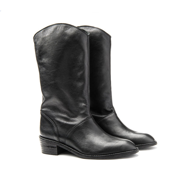 Blankens black boot The Jane. Affordable luxury, sustainable style! made in Europe.