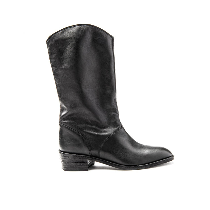 Blankens The Jane black leather boot. Made in Portugal from European leather. Affordable luxury - sustainable style!