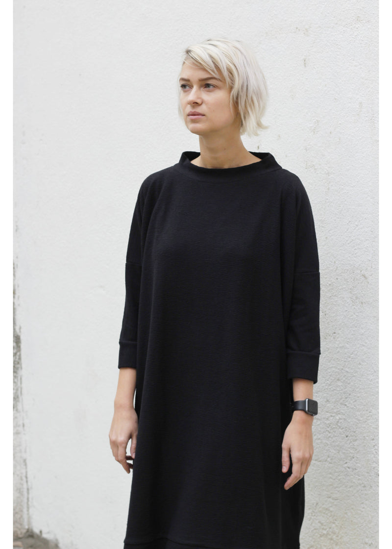 Dress Square in Black