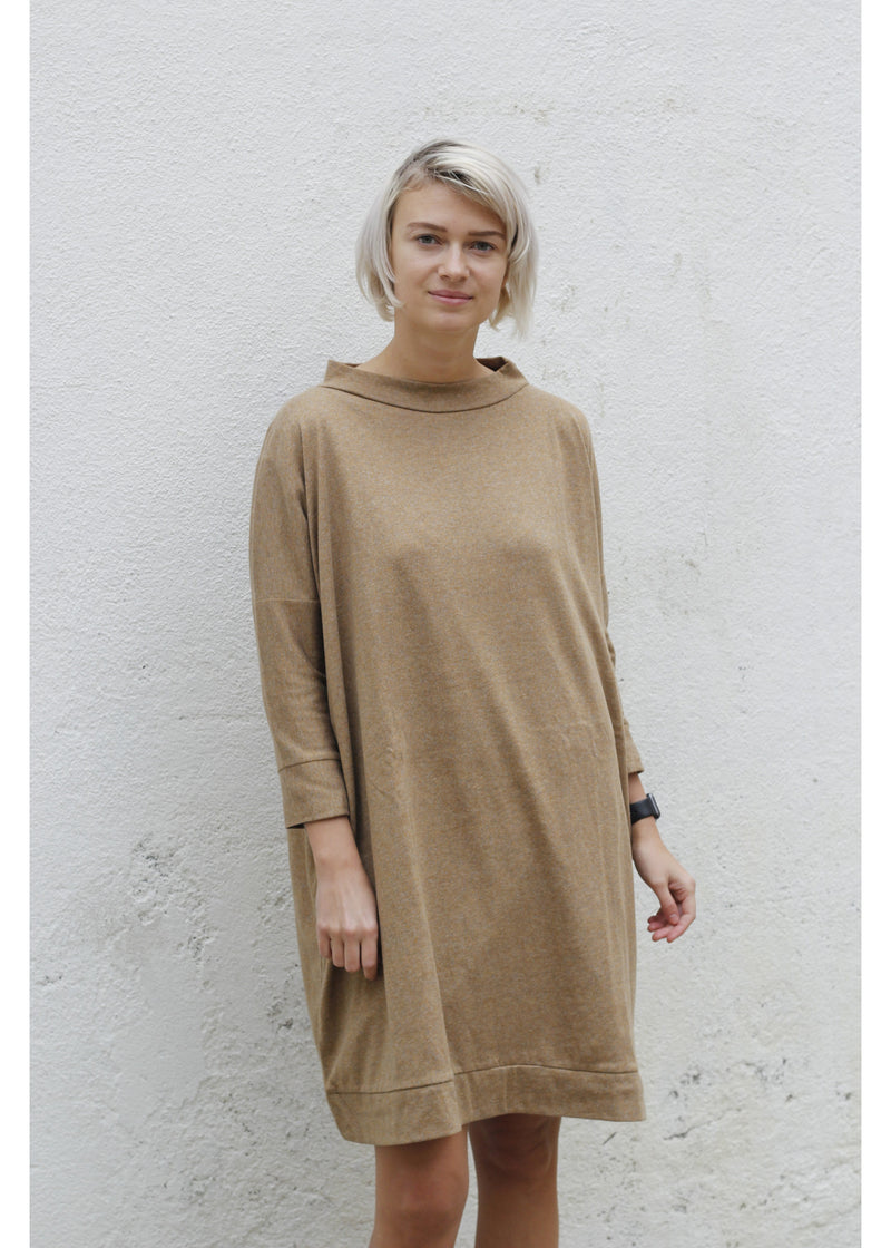 Dress Square in Camel