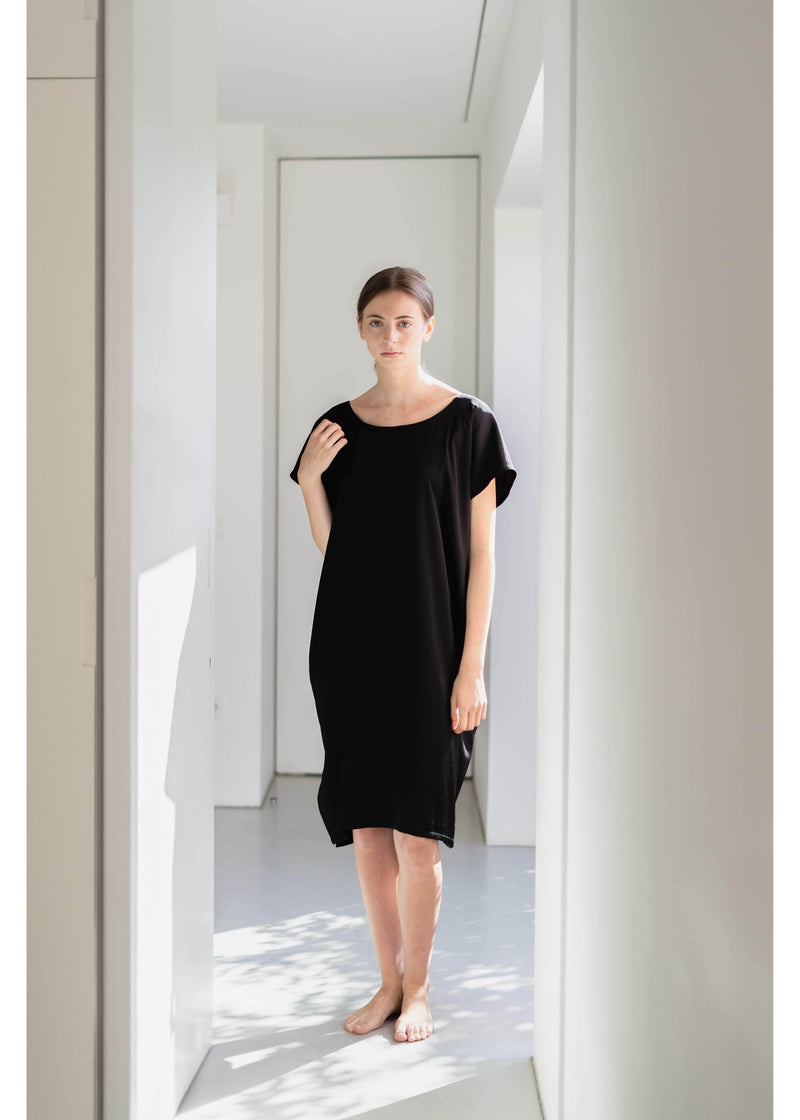 Dress Minimal in Black