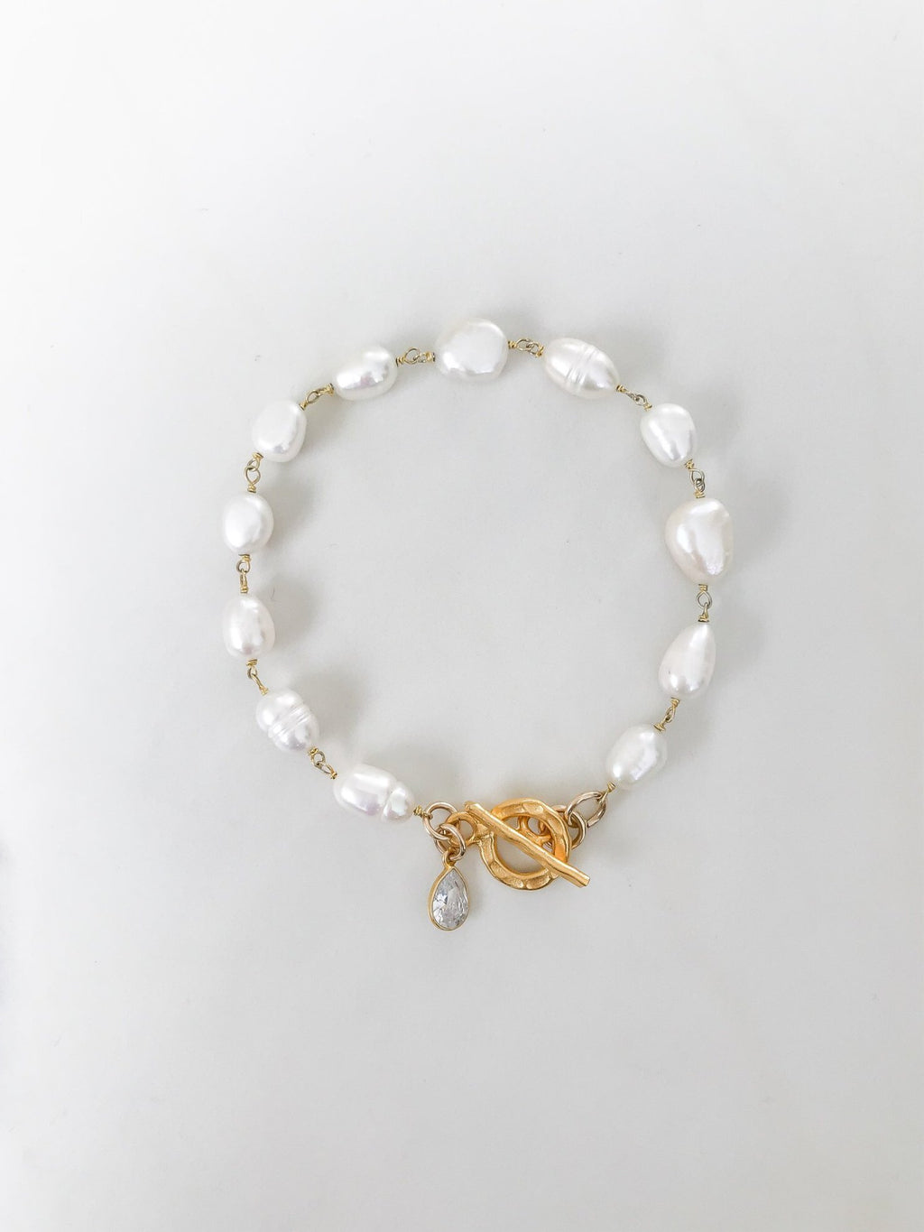 Pearl with gold toggle clasp