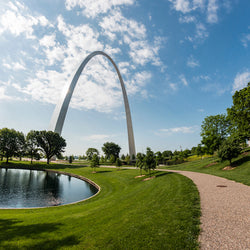 Morning view of St. Louis Gateway Arch in Gateway Arch National Park
