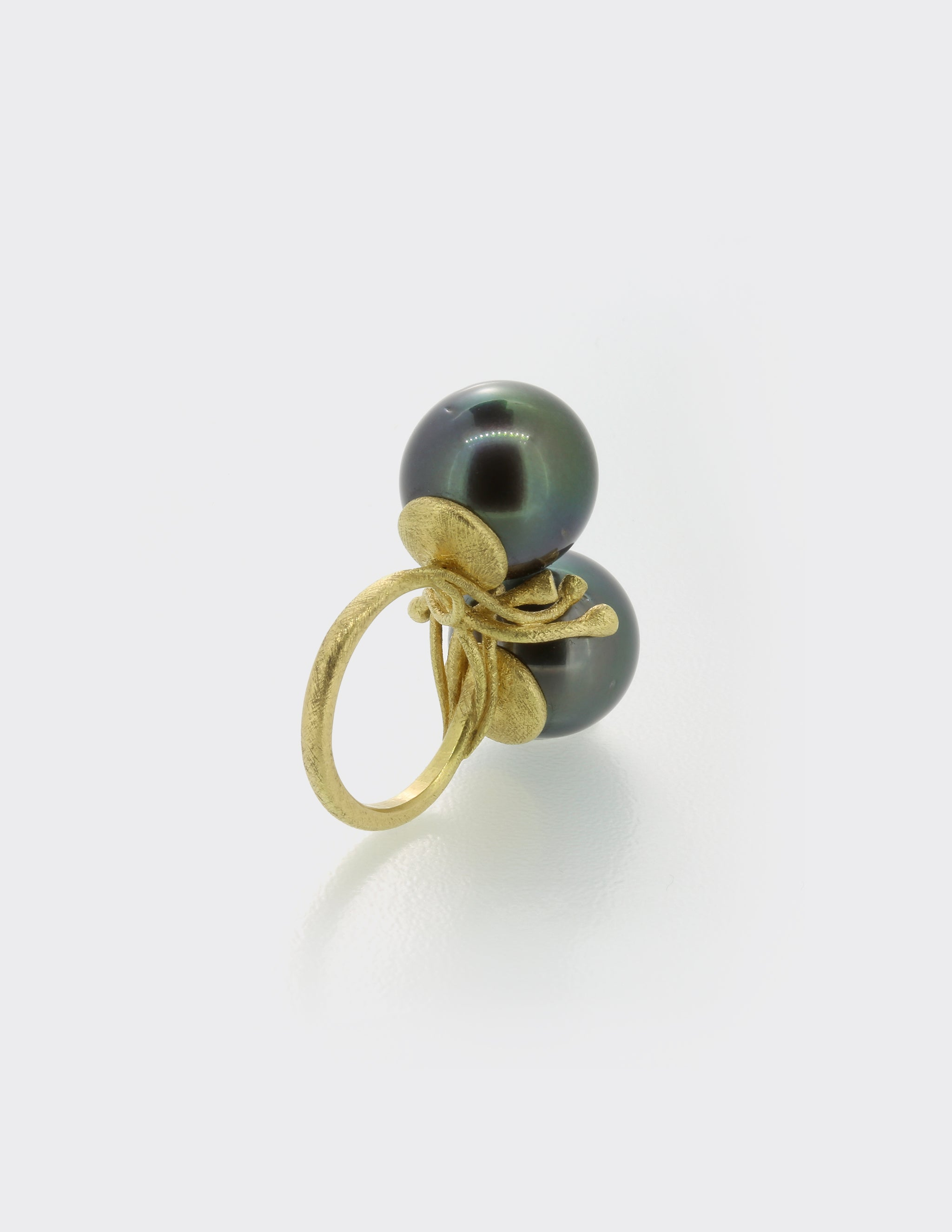 Double Tahitian Pearl ring with diamonds