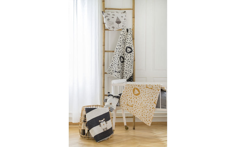 Leopard, Raccoon and Lion monochromatic blanket