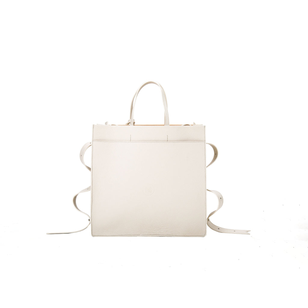A statement bag with Italian crafts in mind, OCTOPUS SHOPPER CREAM is a cream tote bag, small bag with a minimalist look from MDLR