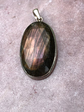 Load image into Gallery viewer, Labradorite pendant faceted 4
