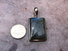 Load image into Gallery viewer, Labradorite pendant 4