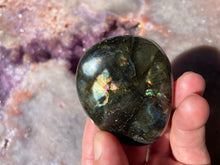 Load image into Gallery viewer, Labradorite palmstone 9