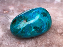 Load image into Gallery viewer, Chrysocolla palmstone
