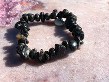 Load image into Gallery viewer, Nuummite bracelet 1