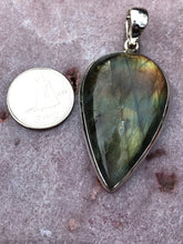 Load image into Gallery viewer, Labradorite pendant 2