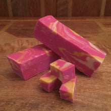 Load image into Gallery viewer, Rhubarb & Ginger Gin Fudge