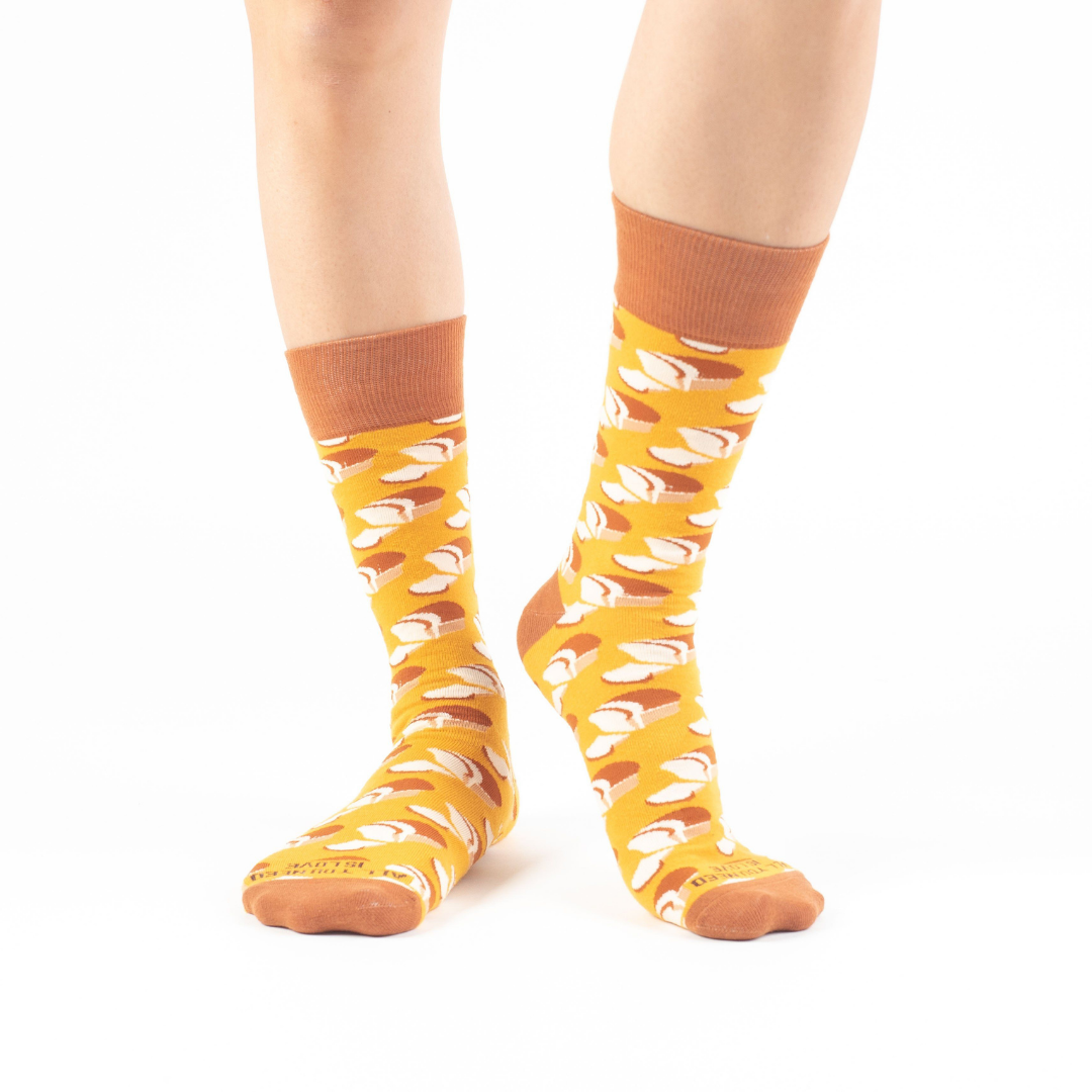 """All You Need Is Love"" : Bread Loaves Print Socks"