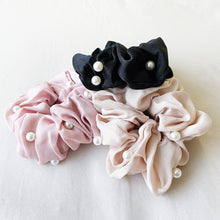 Load image into Gallery viewer, Pearl Scrunchie - Black