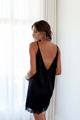 LACE NIGHTIE BLACK