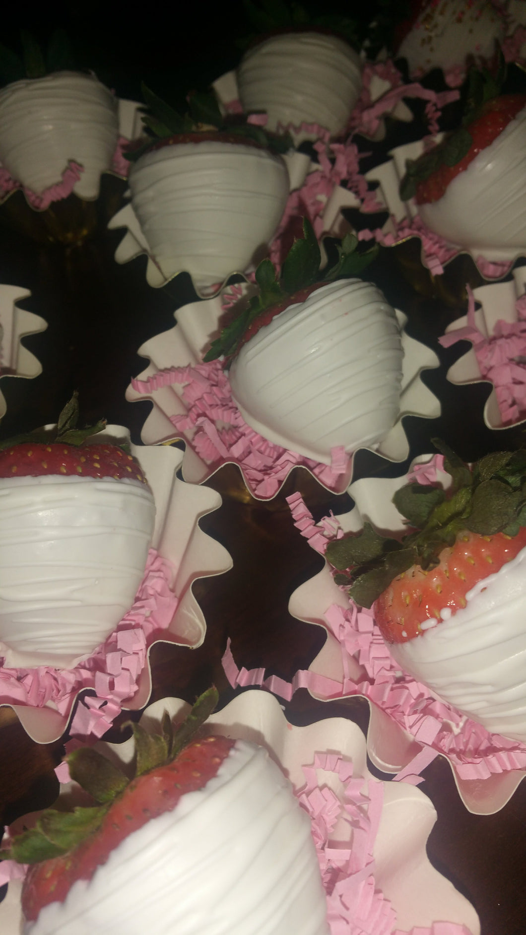 Strawberries - Chocolate Covered/Dipped (White w/ White Drizzle)