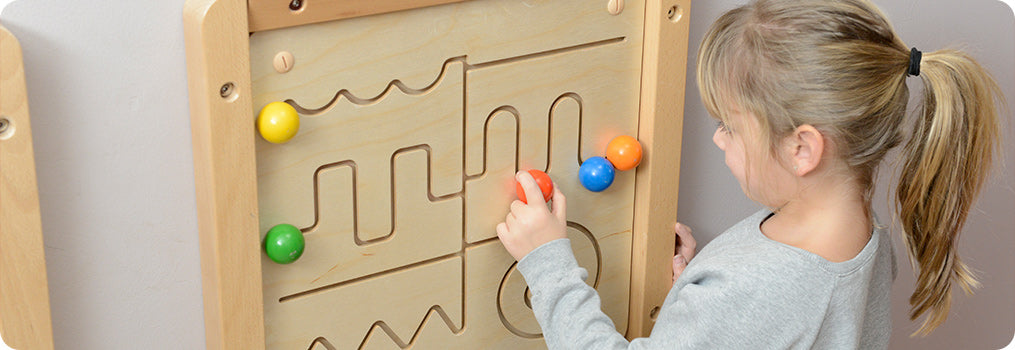 This is a simple hand coordination training gear board with one big and one small gear.  Player will hold the handles with both hands and turn simultaneously.  Each gear wheel will rotate at different speeds.  Colourful gemstones on each gear wheel also provide extra visualstimulation.  An excellent toy for left and right brain coordination skills training.