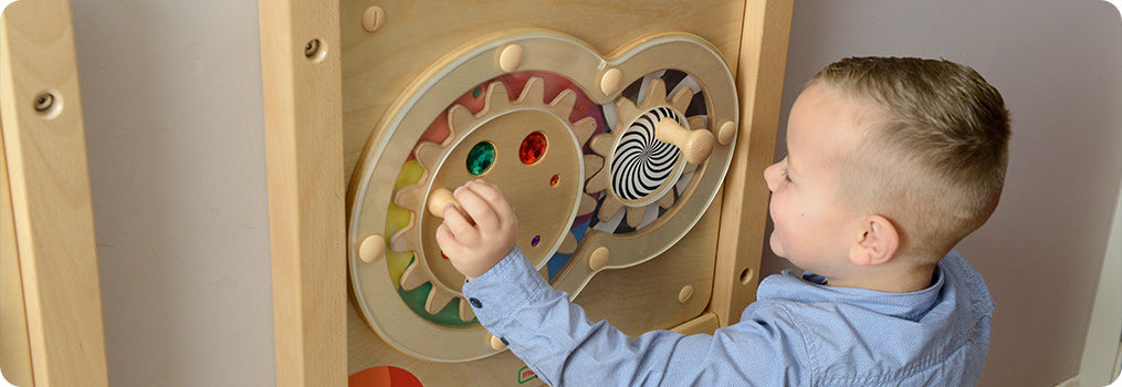 A sliding maze game to help develop fine motor skills together with shape recognition. This product features different types of waves, a spiral and straight lines.  Made from sturdy European wood, the maze board can be used either wall mounted or with the Masterkidz Free-standing Painting Window. Made from Russian Birch plywood and Beech Wood wood.