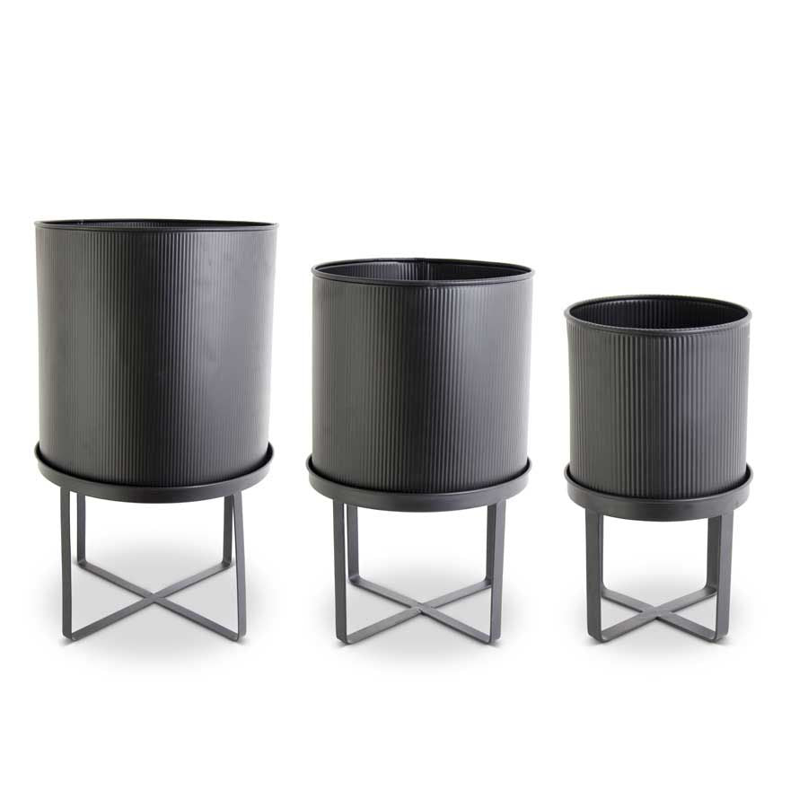 BLK METAL PLANTER ON STAND-SM